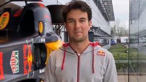 'Checo' Pérez hizo su primer recorrido en las instalaciones de Red Bull. Foto: Captura de video