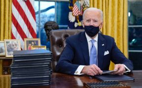 Cubrebocas obligatorio, regreso al Acuerdo de París y frenar el muro: las primeras órdenes ejecutivas de Biden