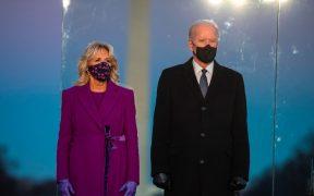 """Biden y Harris """"celebran"""" a EU en un programa especial con Tom Hanks. Sigue aquí el concierto en vivo"""