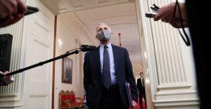 """Las mentiras de Trump con respecto a la pandemia """"muy probablemente"""" costaron vidas: Fauci"""