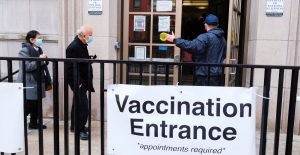 Nueva York amplía los sitios de vacunación mientras se agotan las dosis