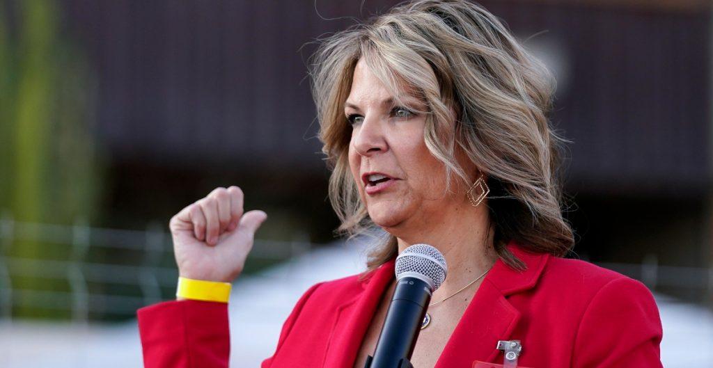 Republicanos censuran al gobernador de Arizona y a Cindy McCain
