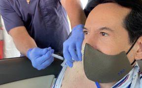 Juan José Origel desata críticas tras viajar a EU para vacunarse contra la Covid