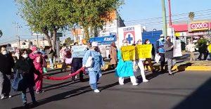 Personal del ISSSTE Chalco realiza bloqueo por falta de insumos para Covid
