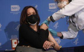 Kamala Harris recibe segunda dosis de vacuna contra el coronavirus