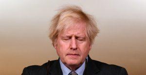 """""""Asumo la responsabilidad"""", dice Boris Johnson cuando RU supera cifra de 100 mil muertos por Covid"""