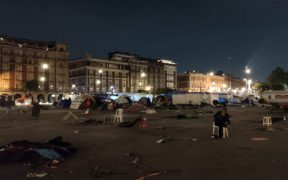 Retiran casas de campaña del Campamento México en el Zócalo