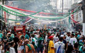 Aficionados del Palmeiras se reunieron en Sao Paulo para ver la Final de la Copa Libertadores. Foto: EFE