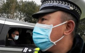 Investigadores de las OMS visitan el mercado de Wuhan asociado a los primeros contagios