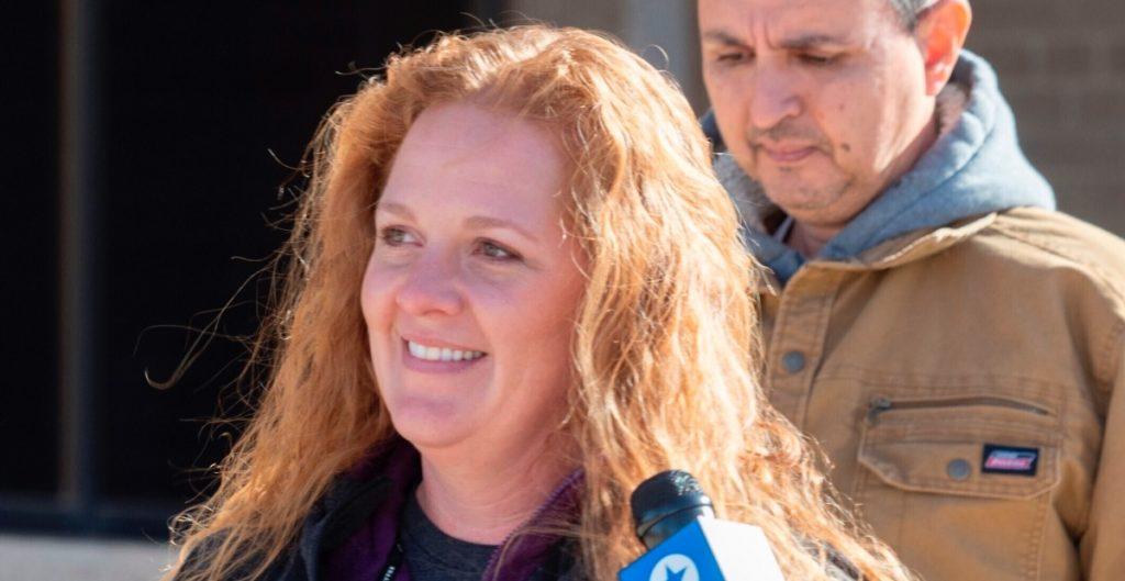 Mujer acusada por disturbios en el Capitolio consigue permiso de juez para viajar a México
