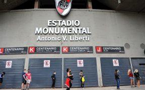 El estadio Monumental de River se adaptó como centro de vacunación en Buenos Aires. Foto: EFE