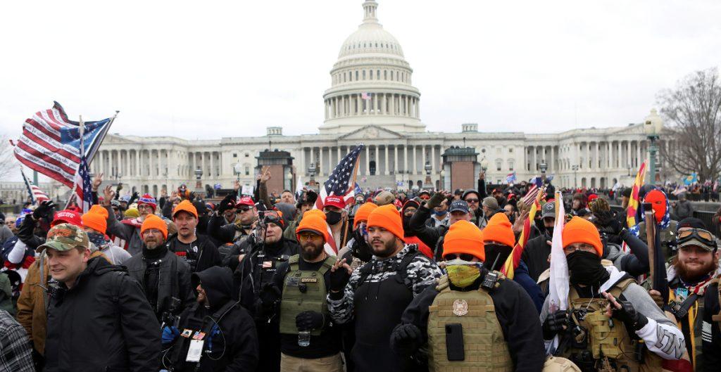 Detienen a miembro de los Proud Boys por el asalto al Capitolio