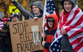 Republicanos exigen la renuncia de congresistas vinculados con toma al capitolio