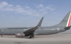 Aterriza el primer avión en el Aeropuerto de Santa Lucía