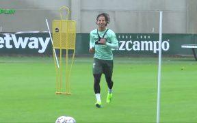 Diego Lainez, en su regreso al trabajo con el Betis. Foto: Captura de video