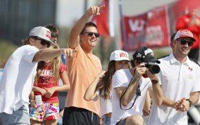 Tom Brady se unió al desfile de los Buccaneers en su bote privado. Foto: Reuters