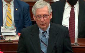 McConnell, líder republicano en el Senado, votará por absolver a Trump