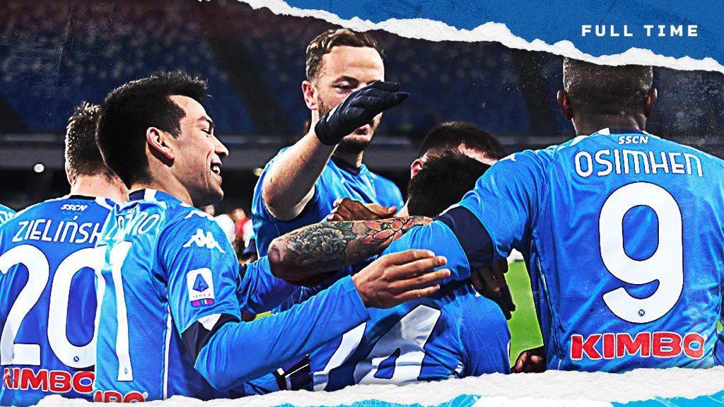 Lozano y sus compañeros festejan el triunfo sobre Juventus. Foto: @sscnapoli