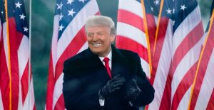 """Trump anuncia plan para lanzar """"TRUTH Social"""", su propia red social"""