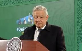 López Obrador minimiza que tomen fotos a documentos de adultos mayores durante vacunación; dice que son registros