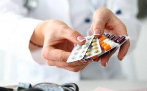 Reino Unido infectará a personas sanas para probar fármacos contra Covid