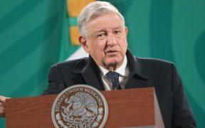 AMLO calla sobre acusaciones contra Félix Salgado; se deben respetar encuestas, asegura