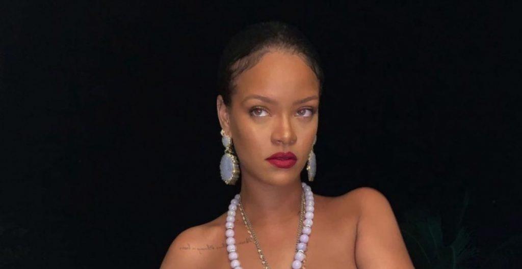 Acusan a Rihanna de apropiación cultural por uso de símbolo hindú