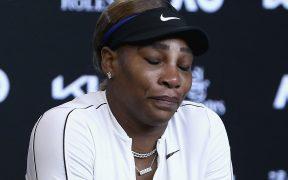 Serena Williams dejó la sala de prensa entre lágrimas. Foto: AP