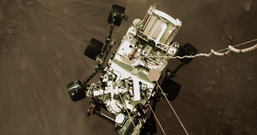 NASA comparte foto del desenso del rover Perseverance en Marte