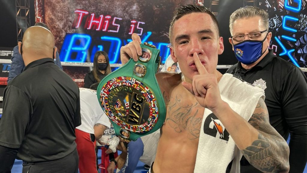 Óscar Valdez le arrebató el cinturón al Alacrán Berchelt. Foto: @EspinozaBoxing