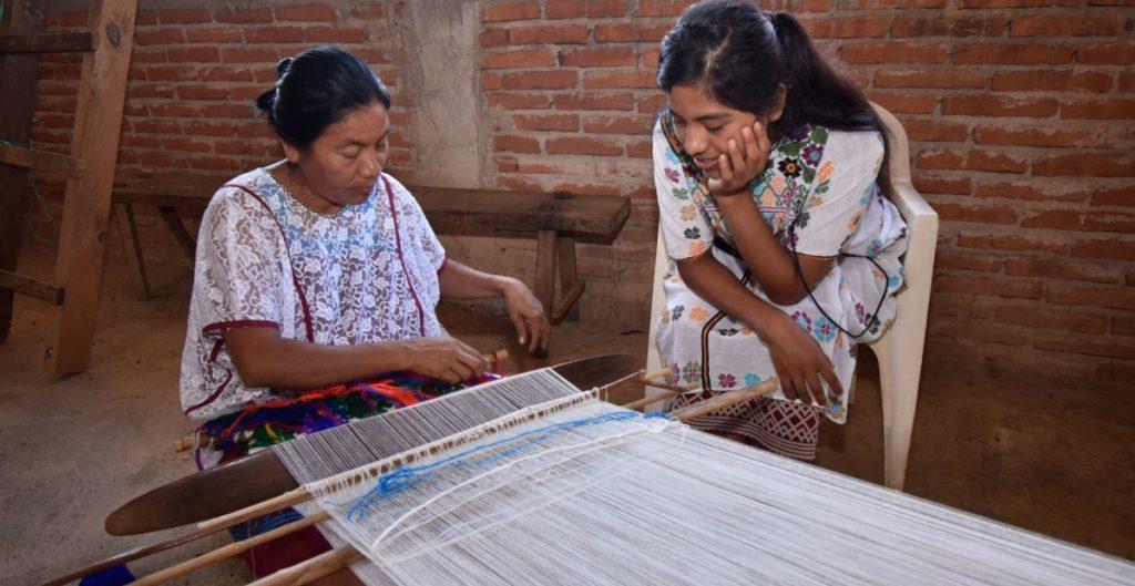 Alertan reducción de hablantes de lenguas indígenas en México