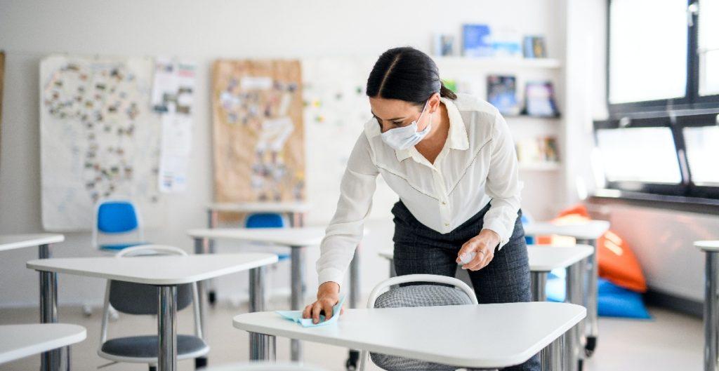 Profesores, principal fuente de contagios de Covid-19 en escuelas de EU: CDC