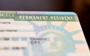 Unos 3.3 millones de migrantes tendrían la residencia legal de inmediato con el plan Biden