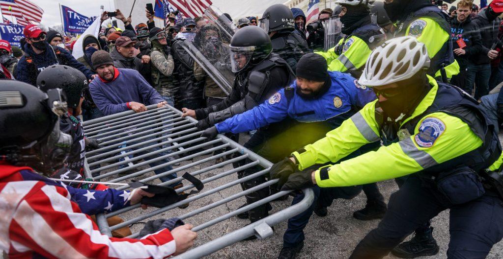 Exfuncionarios de seguridad defienden sus acciones en toma del Capitolio