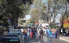 Trabajadores del Instituto de Neurología bloquean Insurgentes sur; exigen aplicación de vacuna anti Covid