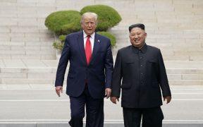 """Trump ofreció a Kim Jong-un llevarlo """"a casa"""" en su avión Air Force One, reveló un exfuncionario"""