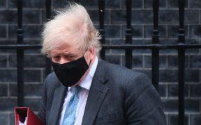 Boris Johnson se muestra optimista por plan de retiro escalonado del confinamiento por Covid-19 en Reino Unido