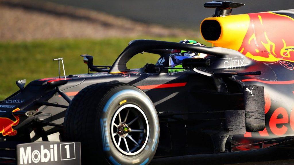 Checo Pérez dio sus primeras vueltas en el nuevo auto de Red Bull. Foto: @redbullracing