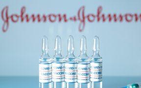 Vacuna J&J contra Covid es segura y cumple requisitos para autorizar su uso de emergencia: FDA