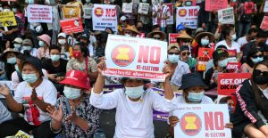 Miles retoman las protestas contra el golpe de Estado en Birmania