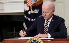 Biden firma decreto para revaluar cadenas de suministros en Estados Unidos