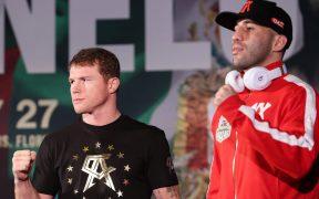 Canelo Álvarez y Yildirim posan tras la conferencia previa a su pelea. Foto: Mexsport