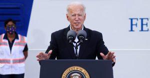 """""""No es el momento de relajarse"""", asegura Biden pese a progreso en lucha contra la pandemia"""