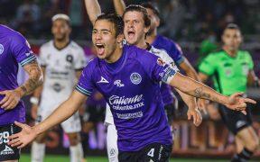 Nicolás Díaz celebra el tercer gol de Mazatlán FC. Foto: Mexsport