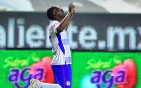 Angulo celebra el gol de Cruz Azul. Foto: Mexsport