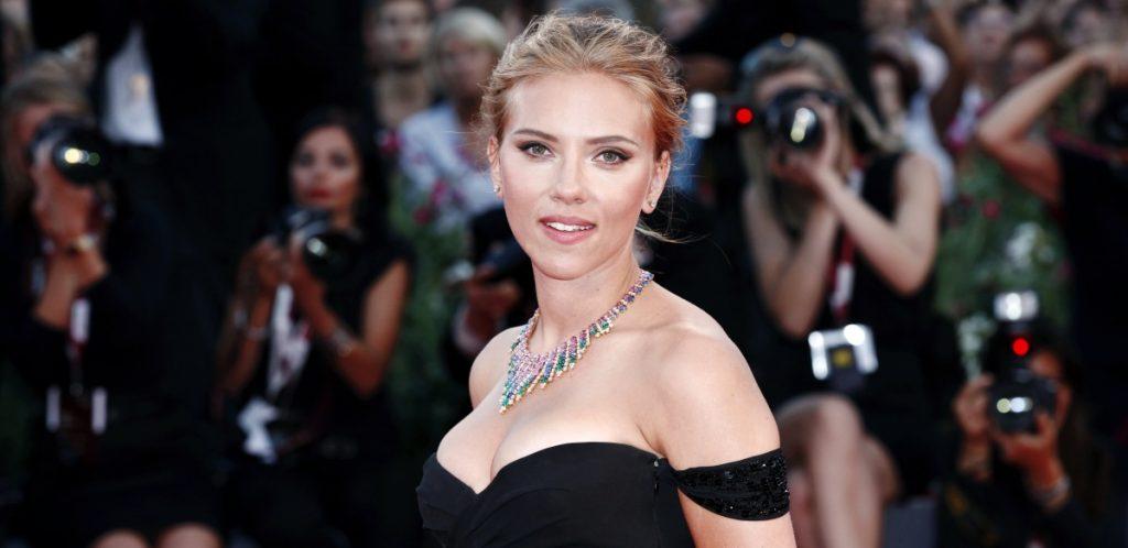 Filtran foto de Scarlett Johansson como la viuda negra en acción