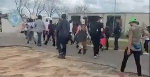 Exigen liberación de migrantes detenidos en el ICE por casos de Covid-19