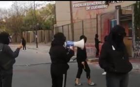 Feministas protestan ante Fiscalía de Guerrero por caso Félix Salgado