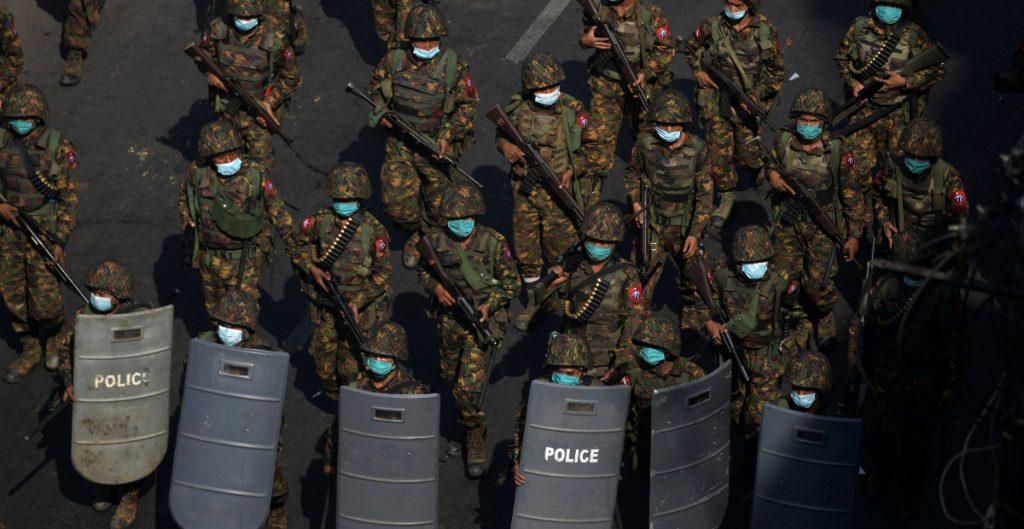Jefe de la junta militar birmana defiende represión policial contra manifestantes