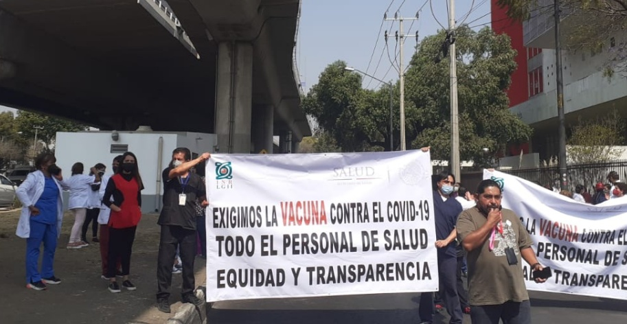 Personal médico protesta en Tlalpan por falta de vacunas contra Covid